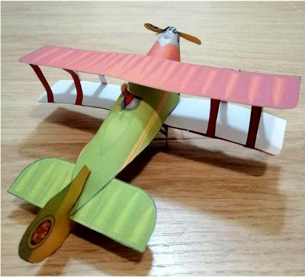 Бумажный шаблон самолета