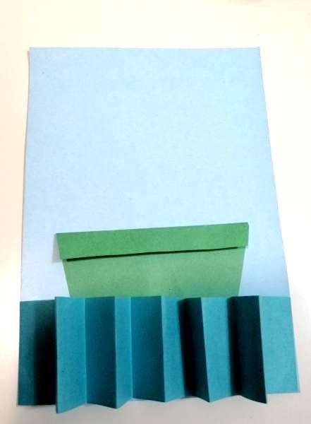 Кораблик и море  из цветной бумаги
