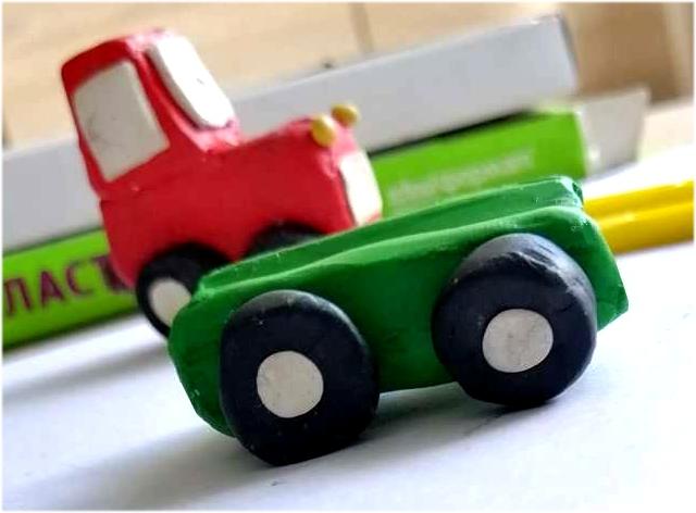 Трактор из пластилина